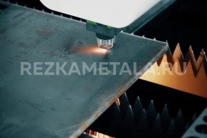 Рубка нержавейки на гильотине в Казани