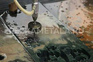 Струя воды режет металл в Казани