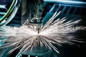 Промышленная гильотина для резки металла в Казани