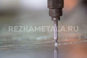 Устройство гильотины для рубки металла в Казани